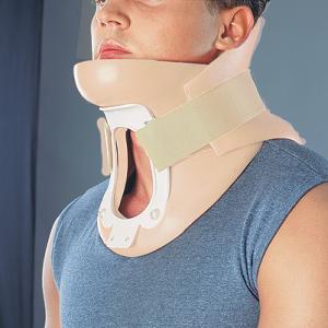 Ортез для полной фиксации шейного отдела позвоночника с отверстием над трахеей (